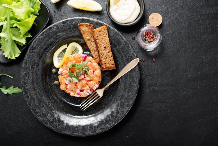 Tartare de saumon et huitres